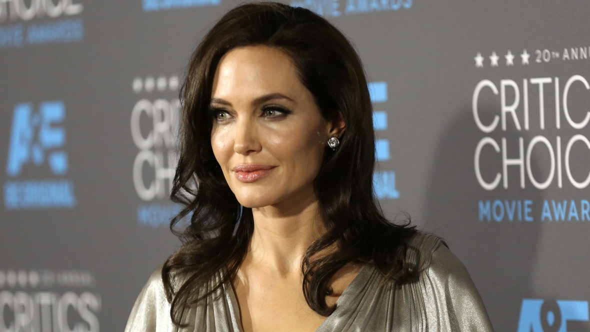 Angelina Jolie's decision to get tested for breast cancer genes inspired the story.